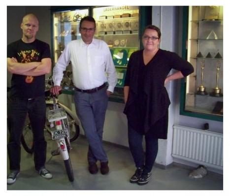 Ami Hasan und zwei Designer aus seinem Team